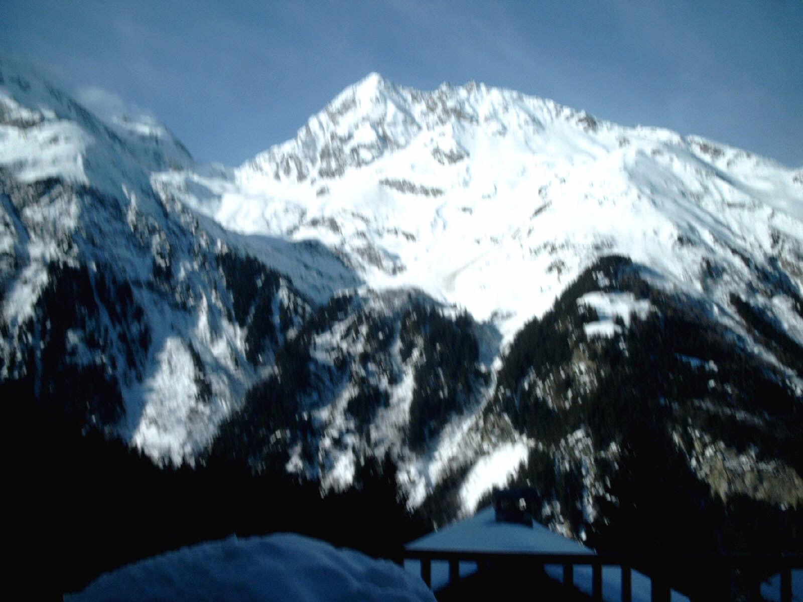 sfs_berg_recht_tegenover_balkon.jpg